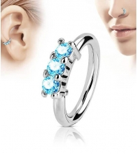 Кольцо разжимное с тремя голубыми кристаллами фронтальное толщина 1.2 мм. диаметр 8 мм.